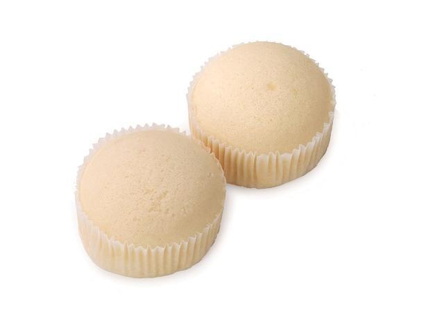 画像: ■VLバニラヨーグルト蒸しケーキ 2個入 本体価格:100円(税込108円) しっとりとスチームしたヨーグルト風味の蒸しケーキに、バニラヨーグルトクリームを 注入した菓子パンです。冷しても美味しく召し上がっていただけます。 ※フルーツは使用していません ※関東エリア限定販売です