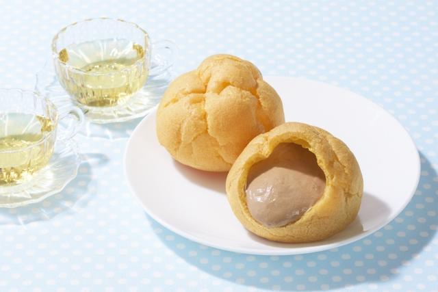 画像: 「ジャンボシュークリーム(夏チョコ)」 価 格: 1個 ¥115(税込¥124) 特 長: 宮古島産雪塩を隠し味に使ったチョコカスタードを、ふんわり香ばしく焼き上げたシュー皮に詰めました。夏のおやつにぴったりな、後味すっきりシュークリーム。