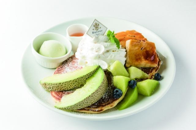 画像: ほこたメロンとクリームブリュレのパンケーキ~メロンソース&メロンシャーベット添え」¥1,598(Butter/2F)