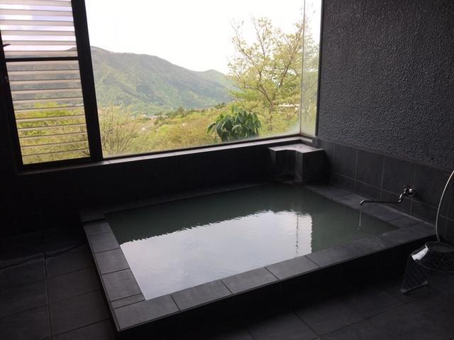 画像: 日々の疲れを癒すのは、源泉かけ流しのお風呂