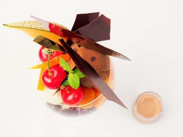 画像1: ブロンドチョコレートソースをかけて味わう旬な果物とショコラのマリアージュ!