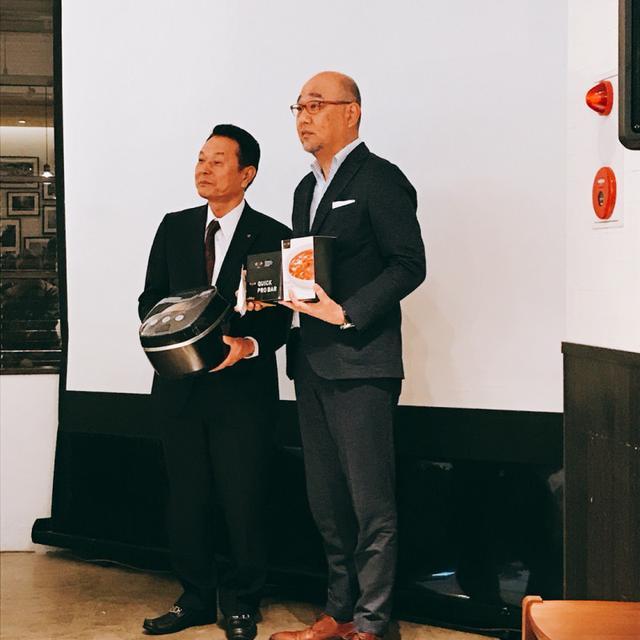 画像: (左)タイガー魔法瓶株式会社 常務取締役 和田隆弘氏、(右)RIZAP 株式会社 取締役 高谷成夫