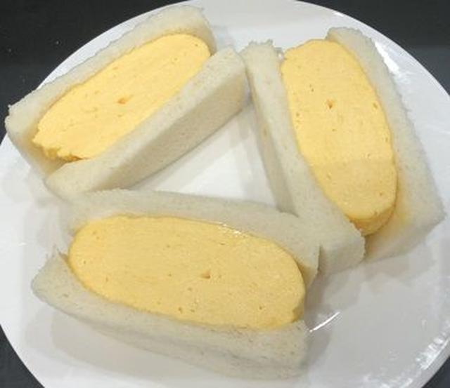 画像: 大阪上本町 <ホワイトラブ>たまごサンド 1パック 701円 近鉄本店初登場 Lサイズの卵を4個も使用した超厚焼きの卵焼きを、ふわふわのパンにサンドした名物のたまごサンド。