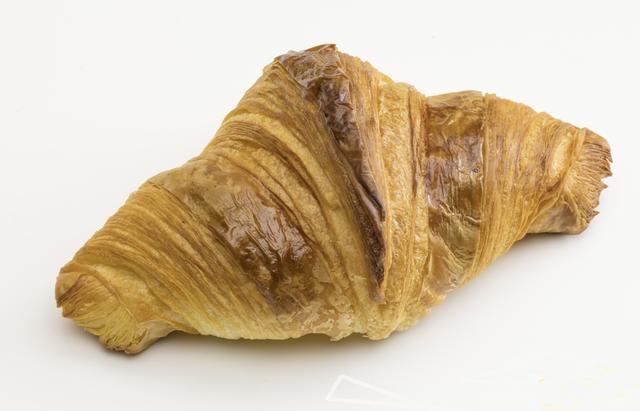 """画像: 『ブレッド&バターファクトリー』(東京) 期間:5月23日(水)~29日(火) パンとバターをテーマにしたコンセプトベーカリー。天然酵母を使用した風味豊かなパンや、世界各国のバターを展開します。人気ナンバーワンの「レーズンブレッド」(453円/1斤)のほか、フランス産有機発酵バター""""グランフェルマージュ""""を使用した、香りが高く、力強くて深いバターの味わいが楽しめる小田急限定「クロワッサン」(378円/1個・各日限定30個)などを販売します。"""