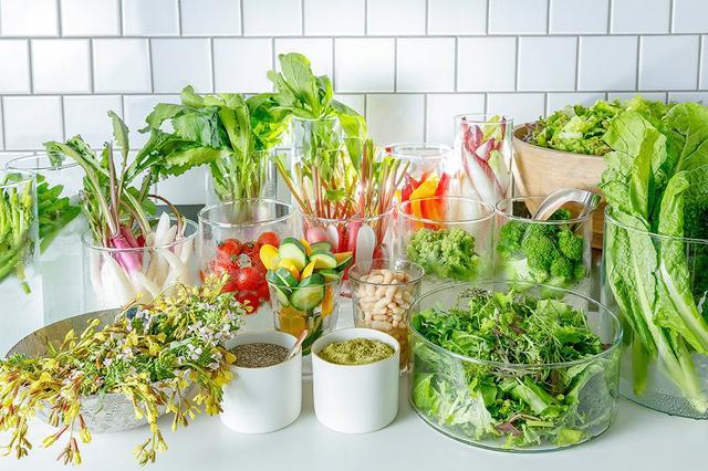 画像: 地元の地産地消を掲げたサラダアイランドから、お好みの野菜をたっぷりと
