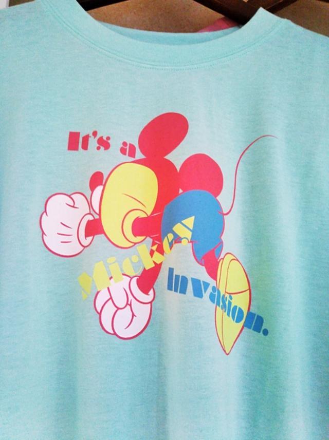 画像: ミッキーTシャツ M・Lサイズ/2,900円 (税抜) ミッキーの後ろ姿、お尻が可愛いポップなデザインになっています。