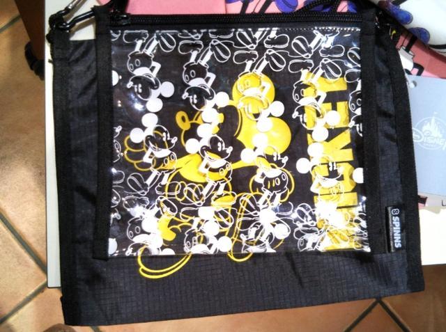 画像: ミッキーポーチ/2,500円(税抜)