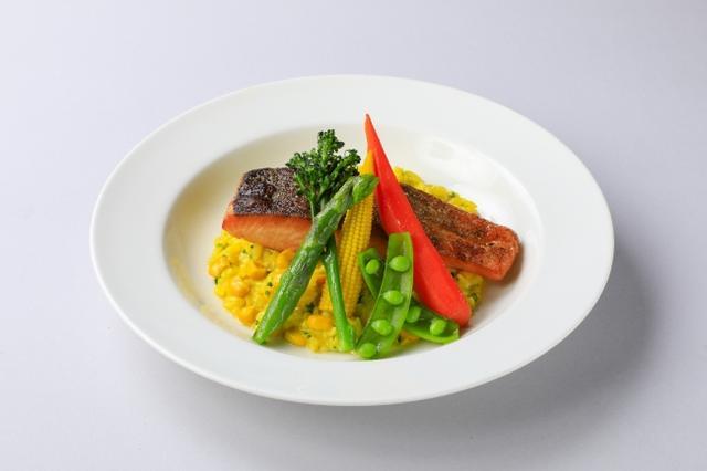 画像: 『サーモン&北海道コーンのリゾット』 麻布十番シリーズの「北海道産コーンのスープ(粒入り)」を使用したリゾット。