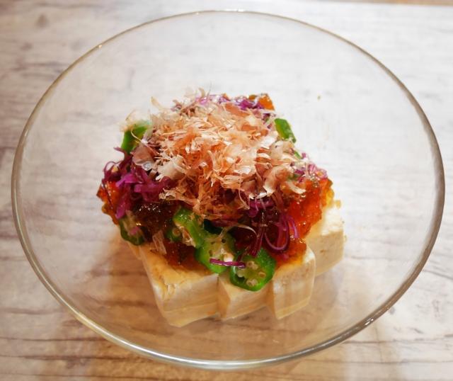 画像: 『梅かつお昆布のジュレ豆富』 旨味たっぷりな昆布ジュレと、しばわかめの 梅味がアクセントの、さっぱりとした豆富サラダです。