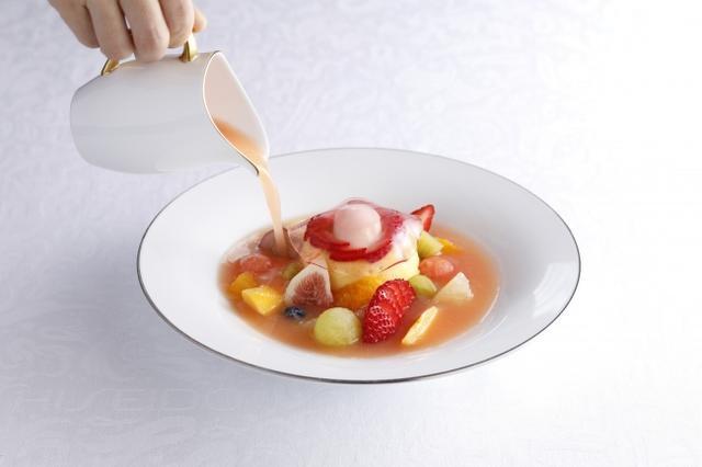 画像: 『宮崎マンゴーとアプリコットのババロア~フルーツスープ仕立て~』 1,980円 (コーヒーまたは紅茶またはハーブティー/カップサービス付)