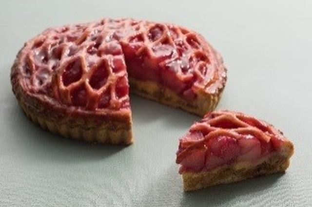 画像: ・ピーチ パイ 580円 ★新作 コンポートしたピーチを入れて焼き上げたパイ。酸味の効いたラズベリージャムが甘みにさわやかなアクセントを加えています。