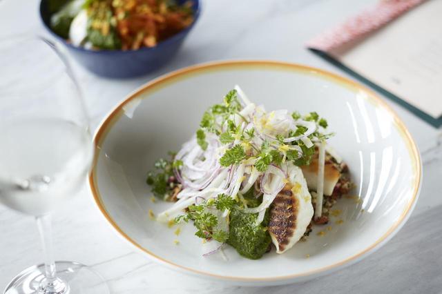 画像: 鯛のロースト、グリーンソース w/ そばの実、タブーリ、赤タマネギのサラダ Roast snapper, buckwheat tabbouleh, green harissa,kohlrabi and red onion salad LUNCH, DINNER ¥2,400