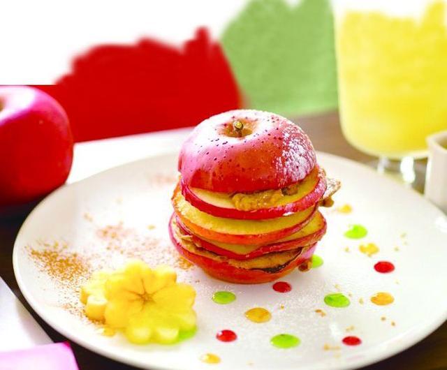 画像: 丸ごとりんごのパンケーキ 1個 1,080円