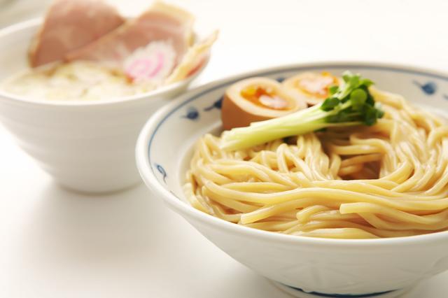 画像: サバ濃厚鶏つけめん 900円(税込) 鶏ガラ、モミジ、手羽ガラと数種類の野菜を煮込んだスープに、2種類のサバ節を使用した濃厚魚介つけ麺。サバ醤油そばに並んでリピーターの多い、大人気メニュー。つけ麺SETにも勿論対応。サバ寿司(2カン)、半やきめしなどお好みで追加ができます。※7月1日より提供開始