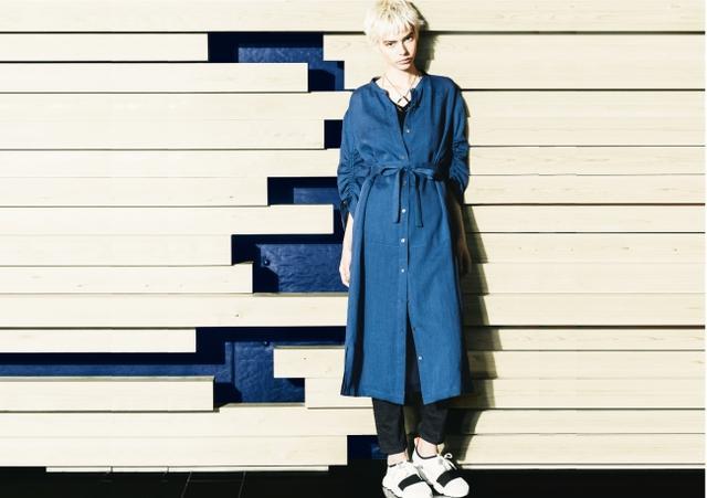 画像: シャツドレス ¥45,360(5~11号)、¥46,440(13・15号) *税込 カラー:コバルトブルー、カーキ