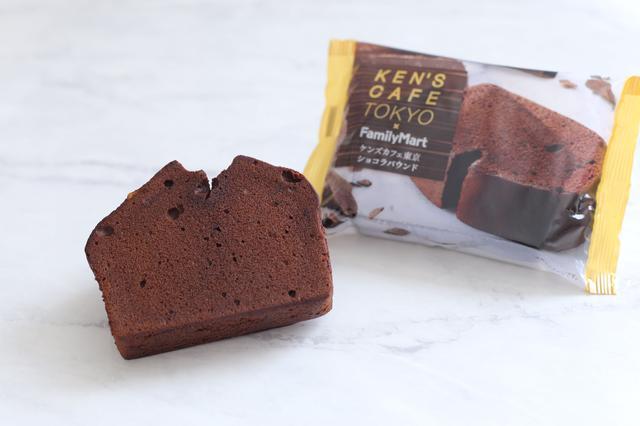 画像: 商品名:ケンズカフェ東京 ショコラパウンド 発売日:6月5日(火) 価格 :本体:167円、税込180円 内容量:1個 内容 :カカオ分約80%のチョコを使用し、 チョコのビター感とバターのコクをしっかりと味わえるパウンドケーキ。 大人のショコラパウンドです。 備考  :※6月5日より順次販売開始 ※数量限定