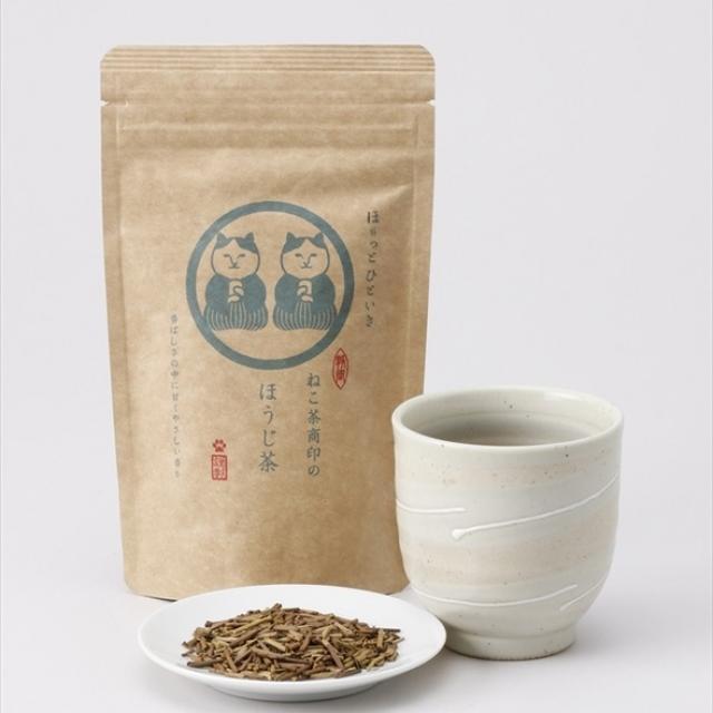 画像: ◯ほうじ茶の特徴 ほうじ茶は、静岡市を流れる安倍川上流の玉川地区の一番茶から出た香り豊かな「くき」をほうじ茶にしたくきほうじ茶と、香り・味わいの良い玉川地区の茶葉を厳選して深煎り(高温焙煎)したほうじ茶をブレンドしています。くきほうじ茶の甘く優しい香りと上品な味わいをベースに、深煎りしたほうじ茶をブレンドすることで、味わいに厚みを持たせた、香り・味とも上品にバランス良く仕上がった逸品です。