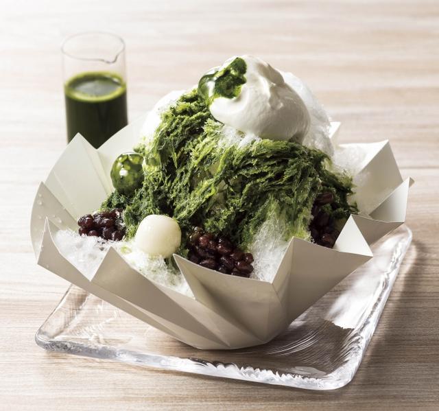 """画像: 抹茶小豆:深い緑、上品な香り、おだやかなうまみとコクが特徴である愛知県""""西尾の抹茶""""を使用したシロップに、練乳エスプーマとゆで小豆を合わせました。抹茶のほろ苦さと、練乳のまろやかな甘さのハーモニーをお楽しみいただけます。"""