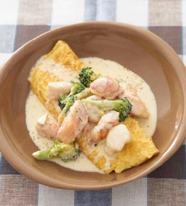 画像: オムレツ1個の糖質は、ご飯のなんと50分の1です! 「魚介のクリーム煮込みwithオムレツ」 糖質量3.5g  たんぱく質量38g