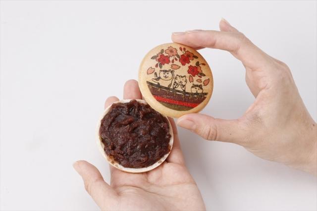 画像: 別添えのあんこは北海道小豆を使用しており、上品な甘みで、もなかとの相性も抜群! 見た目にも味にもとことんこだわったオリジナルもなかです。