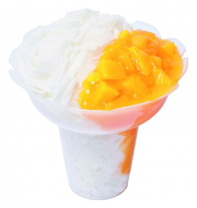 画像: ●コットンスノーキャンディ マンゴー(561円) ミルク風味の氷をふわふわに削り、果肉入りマンゴーソースをトッピングしました。