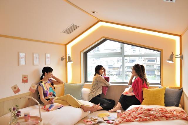 画像1: 3人女子旅を3倍HAPPYにする カフェ&女性専用ホステル誕生