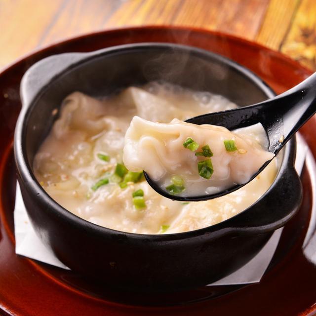 画像: 「土鍋◎鶏白湯炊き餃子~濃厚鶏白湯~」699円(税別) 白濁濃厚コラーゲンスープと餃子の組み合わせは、元気と美肌のもとがたっぷり。じっくり煮込んだスープは最後まで飲み干したい味わいです。