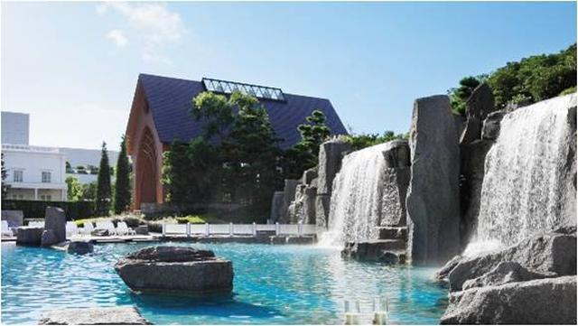 """画像3: プールで楽しくリゾートの夜を!お酒と音楽が同時に楽しめる""""非日常な空間""""「ナイトプール」がオープン!"""