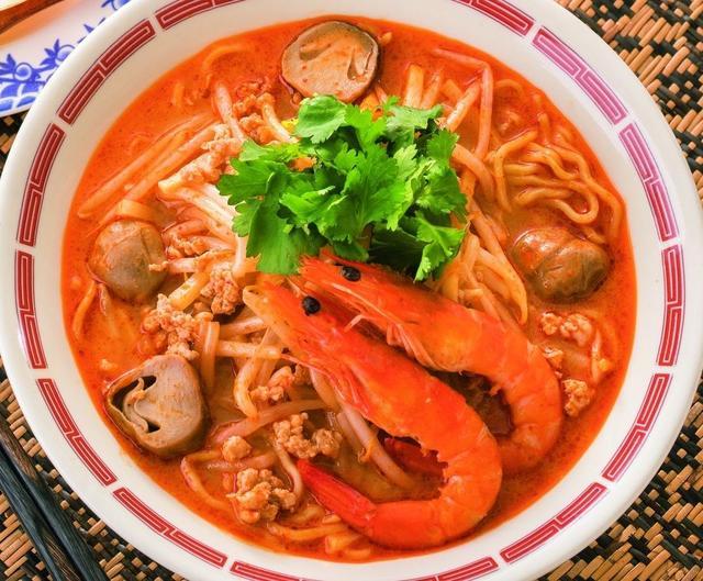 画像: 世界3大スープ!海老トムヤムラーメン 699円