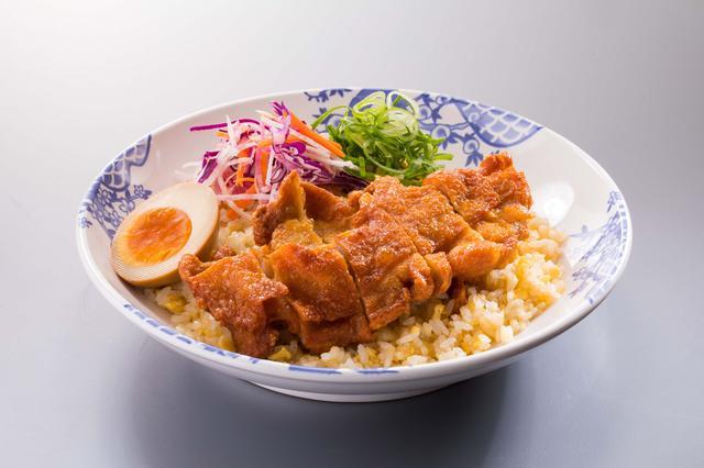 画像: シンガポール風 揚げ鶏の海南(ハイナン)チャーハン 849円