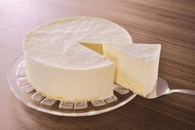 画像: <ミルクフロマージュ> ミルクムース、レアチーズムース、スポンジの3層になっており、ミルキーでいてなめらかな口どけです。 1個 1,728円(税込)