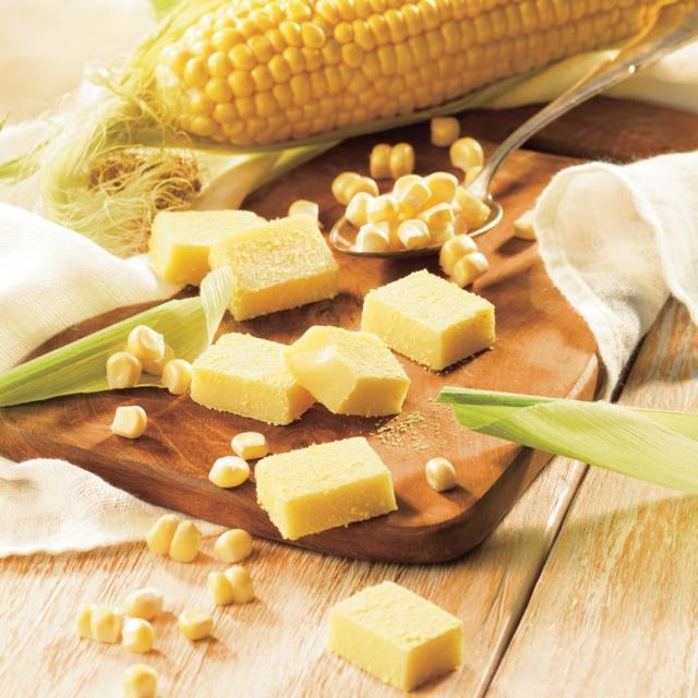 画像: とうもろこしの甘みや旨みに満たされる 商品名:生チョコレート[とうもろこし] 内容量:20粒 価   格:760円(本体価格) 商品紹介: 豊かな甘みが特長の北海道産スーパースイートコーンのおいしさを生チョコレートに。コーンならではの香ばしい旨みがチョコレートととけ合い、やわらかに香るバーボンウイスキーが、コーンの甘い香りをぐっと引き立てます。 www.royce.com