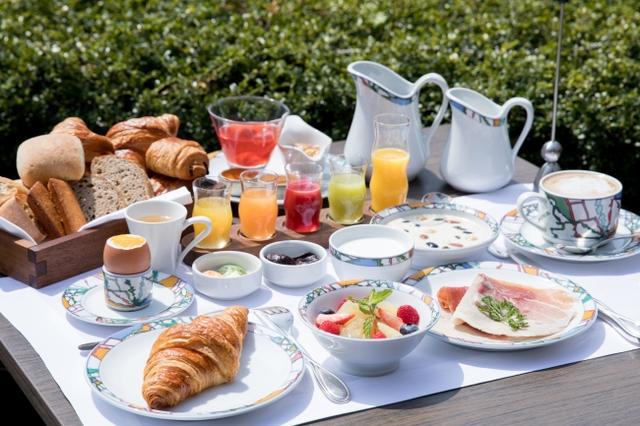 """画像: """"世界一の朝食""""が食べられるホテルも北野にあり! """"世界一""""と称賛されたヨーロピアンスタイルの朝食が堪能できる「神戸北野ホテル」"""