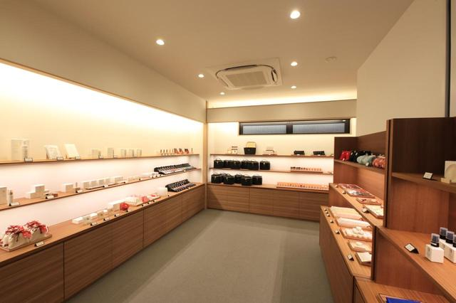 画像: 2階にも様々な商品が並びます