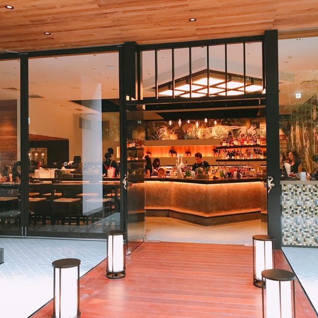 画像: アジアのリゾートホテルを思わせるエントランス