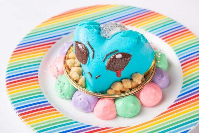 画像: ③宇宙ケーキ・エイリアン ¥500 ココナッツ入りパイナップルムースをエイリアン型にしたキモ可愛いデザート♪エイリアンの頭の上にはココナッツジュレ&バジルシードをトッピング。下に敷いたアーモンドがアクセントです。