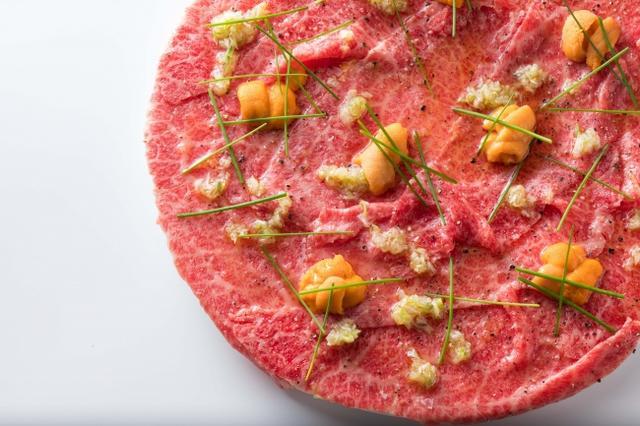 画像: とろける和牛USHIDOKIユッケ 2,780円(税抜)とろける和牛ととろける雲丹の贅沢コラボ♪USHIDOKIに来たら必ず食べて頂きたい商品