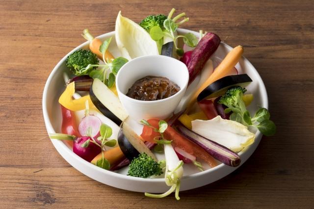 画像: 和牛肉味噌で食べる国産野菜スティック 980円(税抜)お店仕込みの和牛の肉味噌をこだわりの産地より取り寄せた国産野菜で召し上がってください