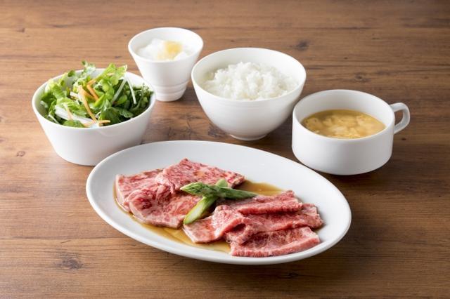 画像: USHIDOKIセット 1,580円(税抜)カルビとロースを盛りあわせた焼肉セット USHIDOKI特製の熟成醤油ダレで食べる王道ランチ。