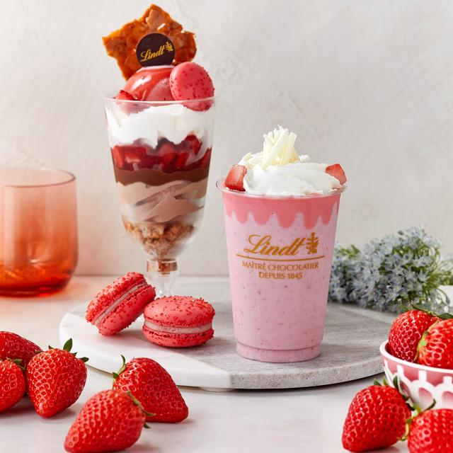 画像: 苺の甘い香りが広がるドリンク、パフェ、マカロンが新登場!