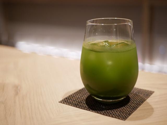 画像: 水にモリンガパウダーを混ぜた「モリンガ水」
