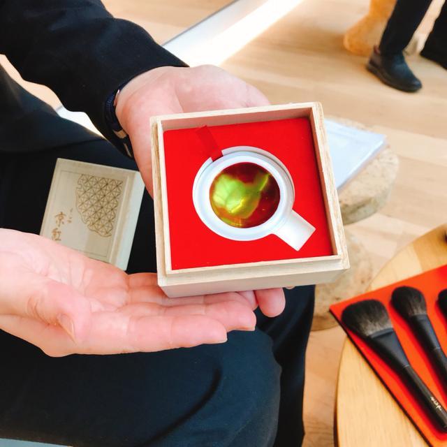 画像: 桐の箱入り!手作りの「よーじや京紅」