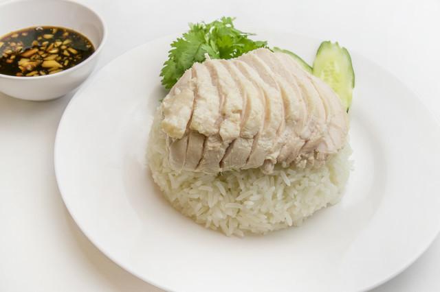 画像: タイ式蒸し鶏のせごはん「カオマンガイ」950円(税抜)
