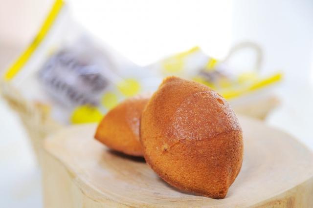 画像: ハニ―レモンケーキ /240円 ぎゅっと甘酸っぱいレモンが口いっぱいに広がる期間限定商品(4~10月上旬予定)、ころんと丸みのあるレモン型が可愛い、甘くて爽やかな焼菓子です。