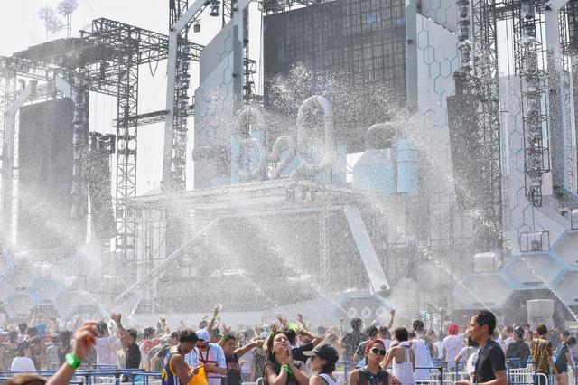 """画像2: 【開催レポート】2日間で2万人が来場し、日本初の""""ずぶ濡れフェス""""に熱狂!"""