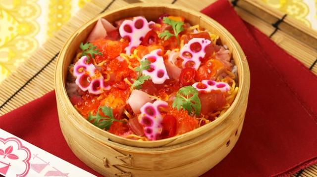 画像: サナギ流ちらし寿司 ¥1,400 マグロ、サーモン、いくら、とびっこなどの海鮮食材に玉子、レンコン、唐辛子などを散りばめたサナギ流のちらし寿司!隠し味のマンゴーチリソースが良いアクセント!