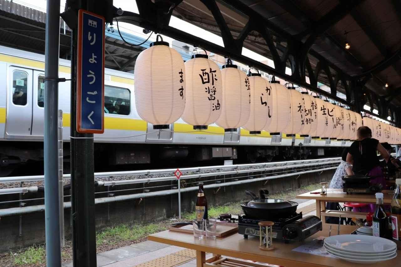 画像: 電車を見ながら焼き上がるのを待ちます~♪