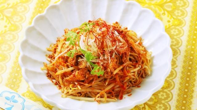 画像: シビ辛よだれ鶏炒め麺  ¥1,000 刺激的な辛さながらも旨味がある味わいの炒め麺。辛いけど旨い!やみつきになります!