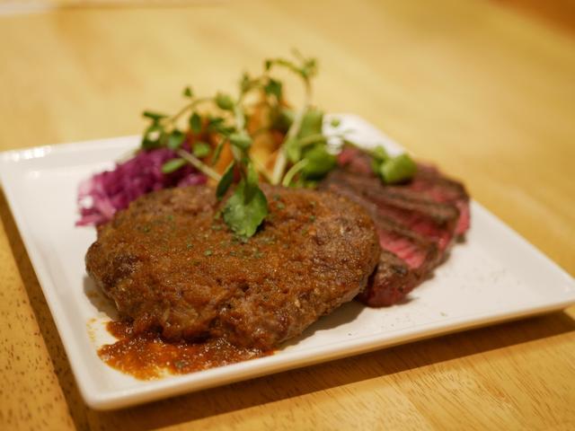 画像: 肉コンビのおとな様ランチプレート1,800円(税込)サラダ・スープ・ライス付き