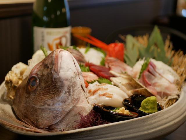 画像: 6F・OHASHI(おはし)の大漁盛りは4人前尾頭付きで2,138円(税込)
